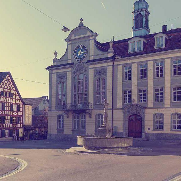 Weinfelden: Rathaus, Thomas-Bornhauserbrunnen und Wirtschaft zum Löwen